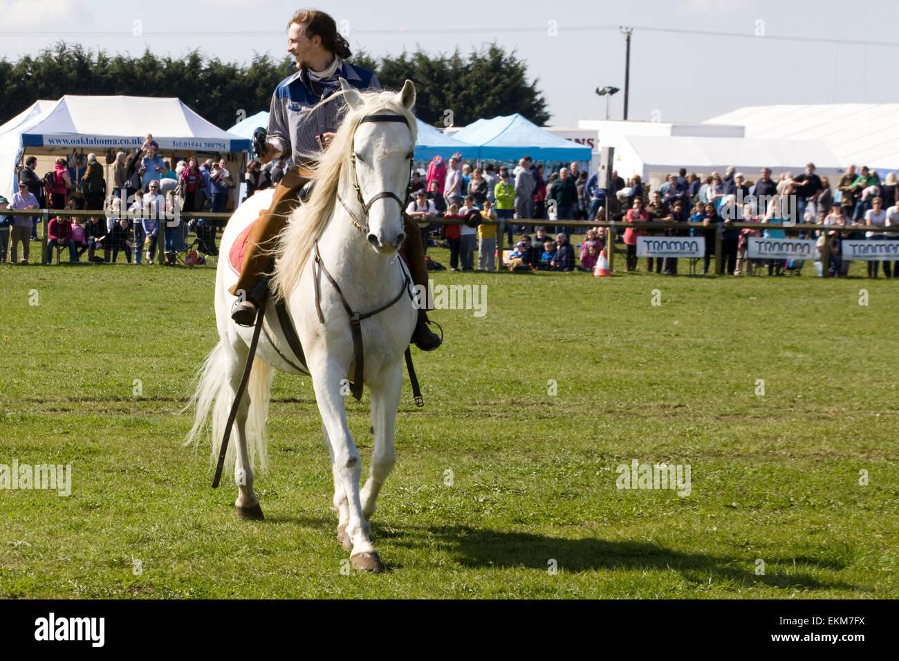 Cowboy y su caballo stunt Foto de stock