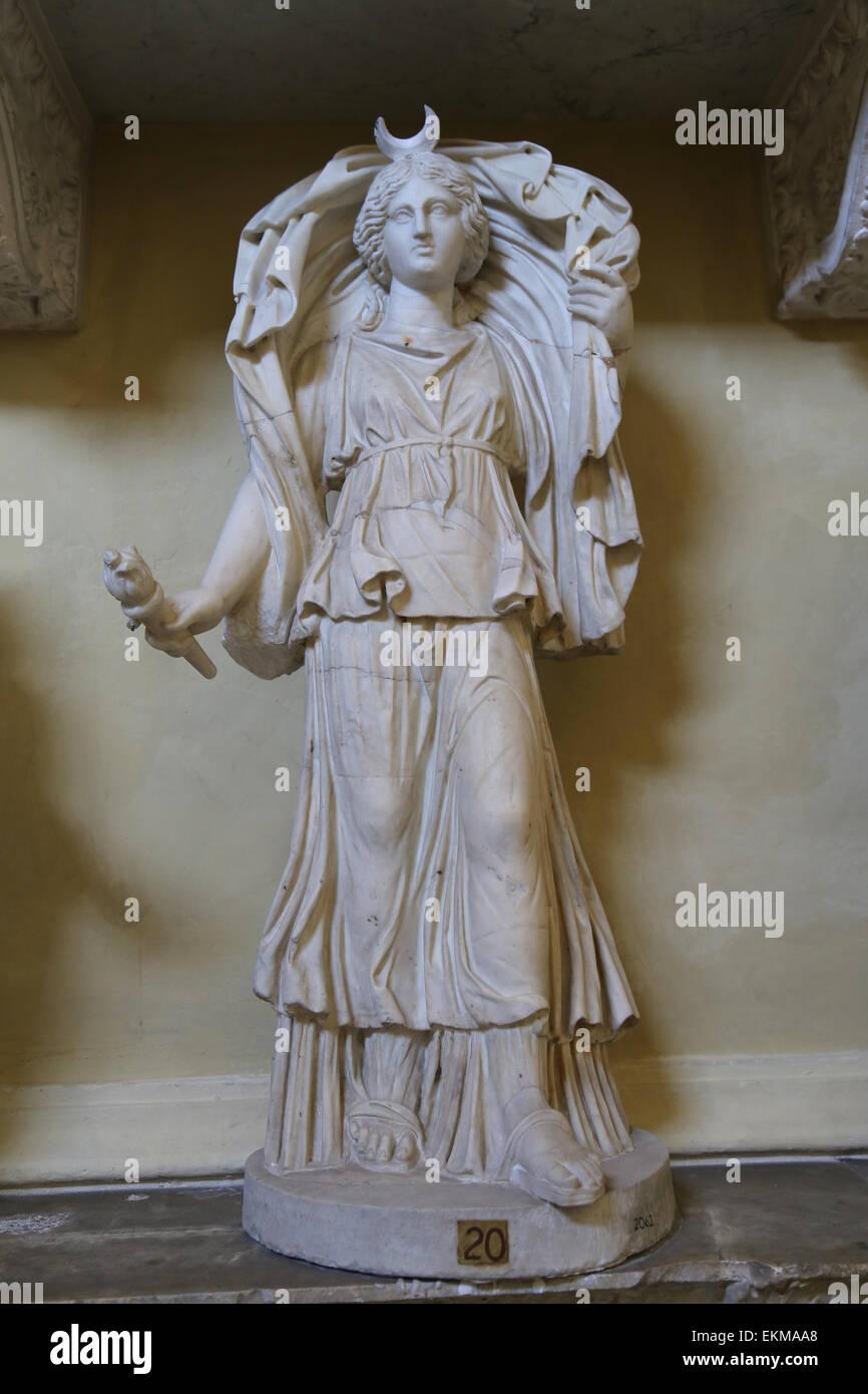 Estatua de Selene o Luna. 3º siglo DC. Museos Vaticanos. Chiaramonti. Imagen De Stock