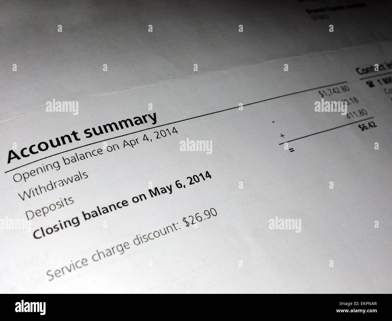Un resumen de cuenta en documentos financieros. Imagen De Stock
