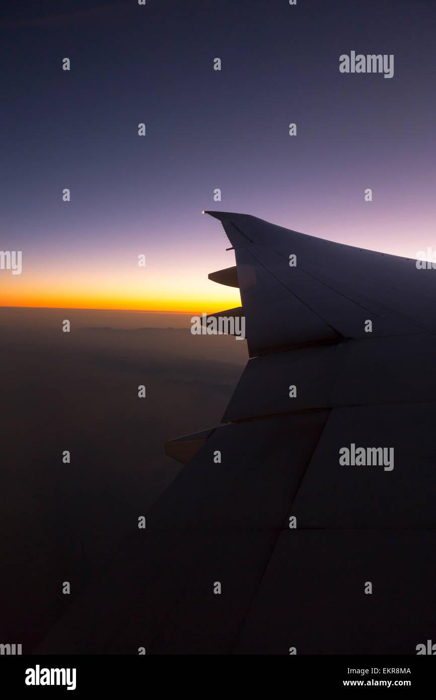 Amanecer en Kenya desde un avión. Foto de stock