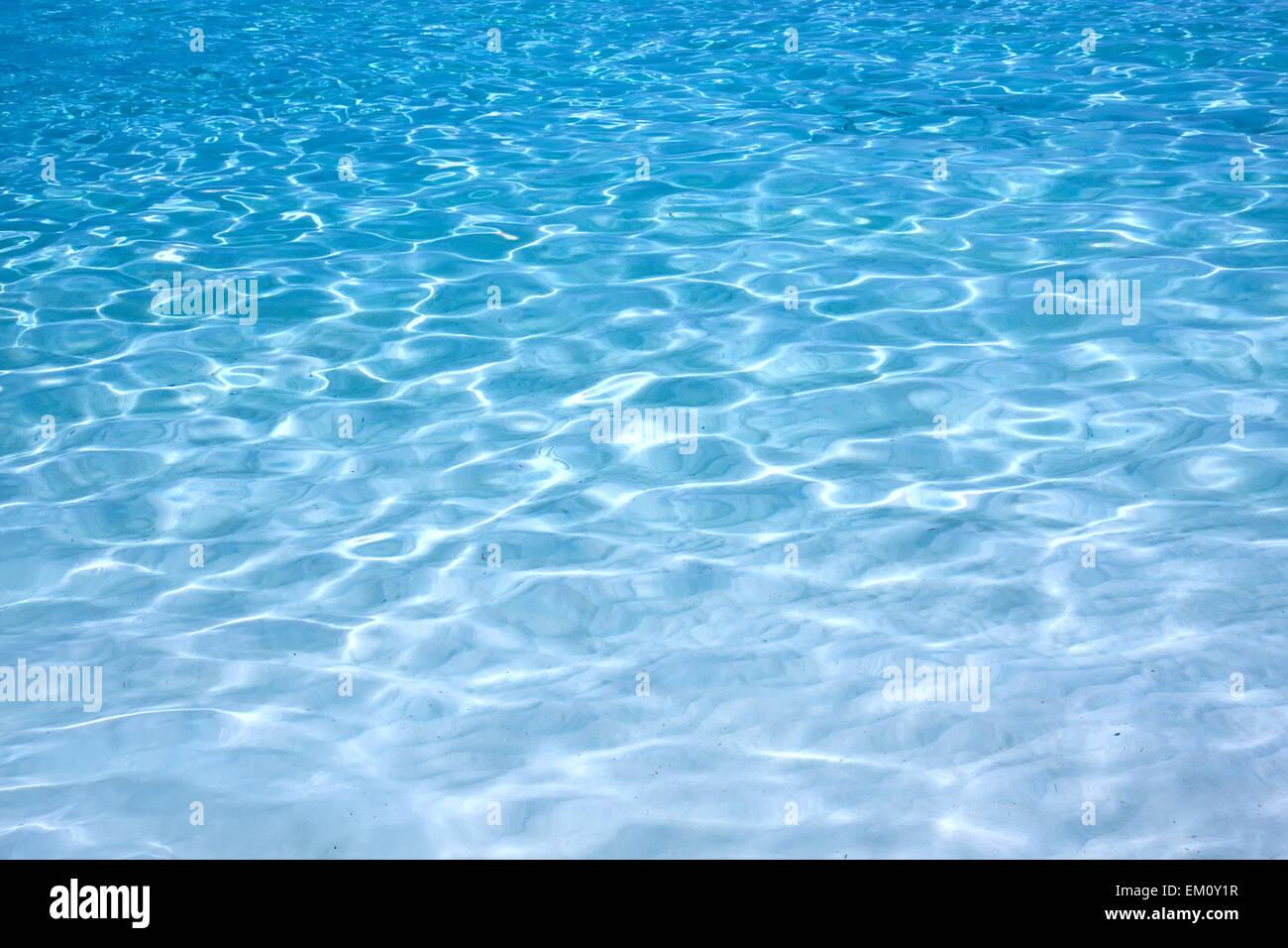 Agua azul brillante de fondo rizado Imagen De Stock