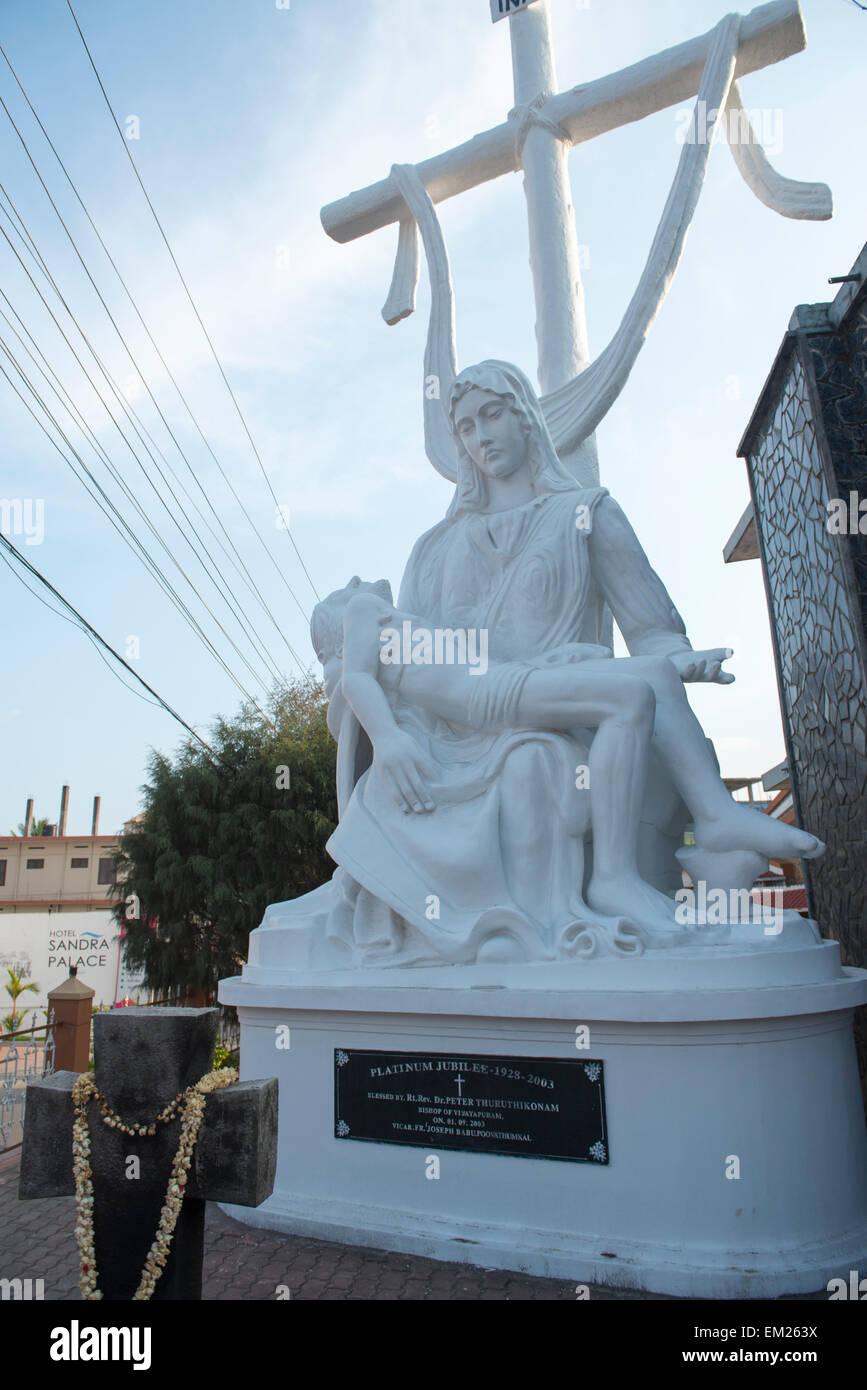 Estatua fuera de un templo en Kumily, Kerala, India Imagen De Stock