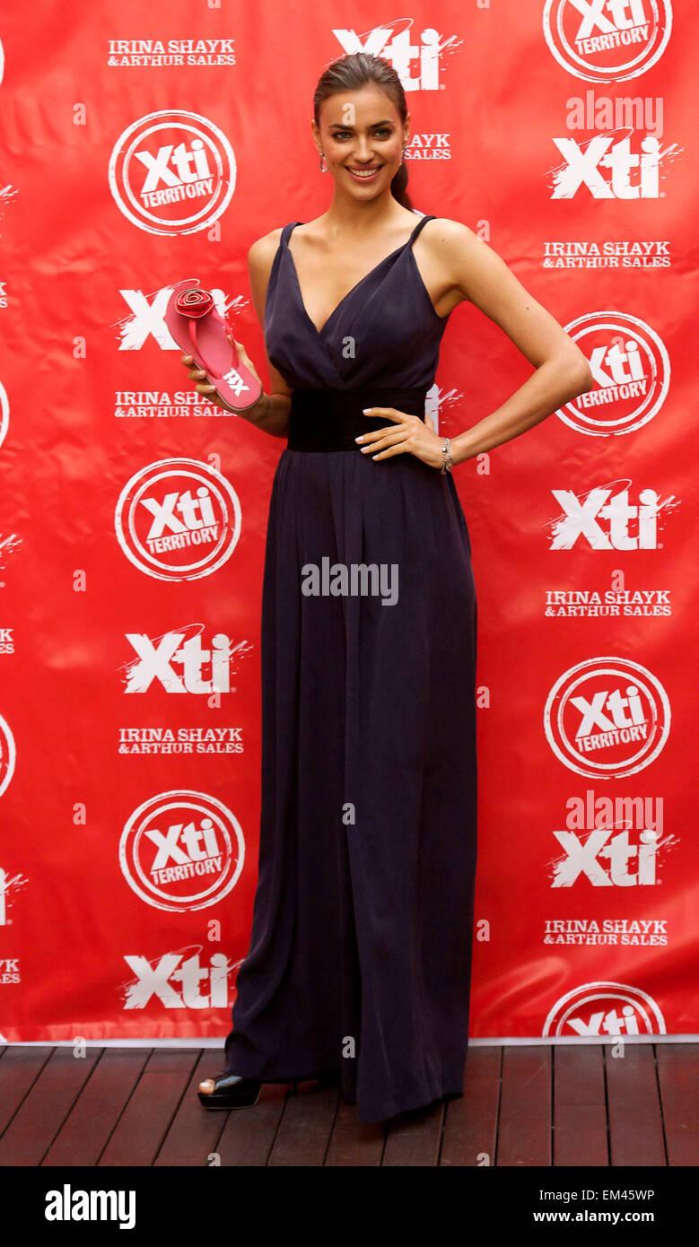 d77f0d79 MADRID MODELOS IRINA SHAYK Y ARTHUR SALES el lanzamiento de la nueva 'XTI'  zapatos nueva colección otoño-invierno 2012-2013 en el Hospes Hotel en  Madrid, ...