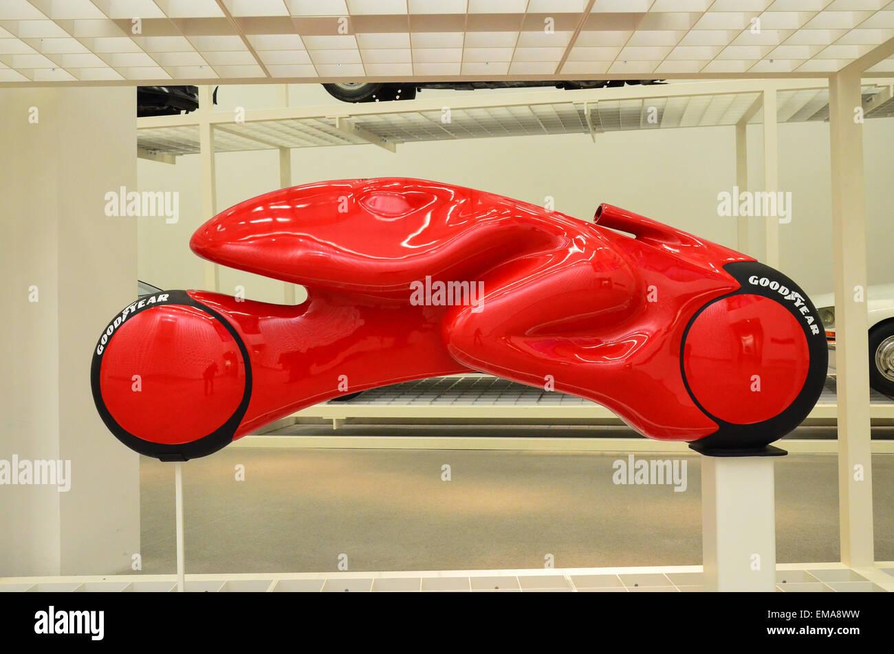 Luigi Colani aerodynamical del diseño conceptual de una moto en el Museo Internacional de Diseño de Múnich Imagen De Stock