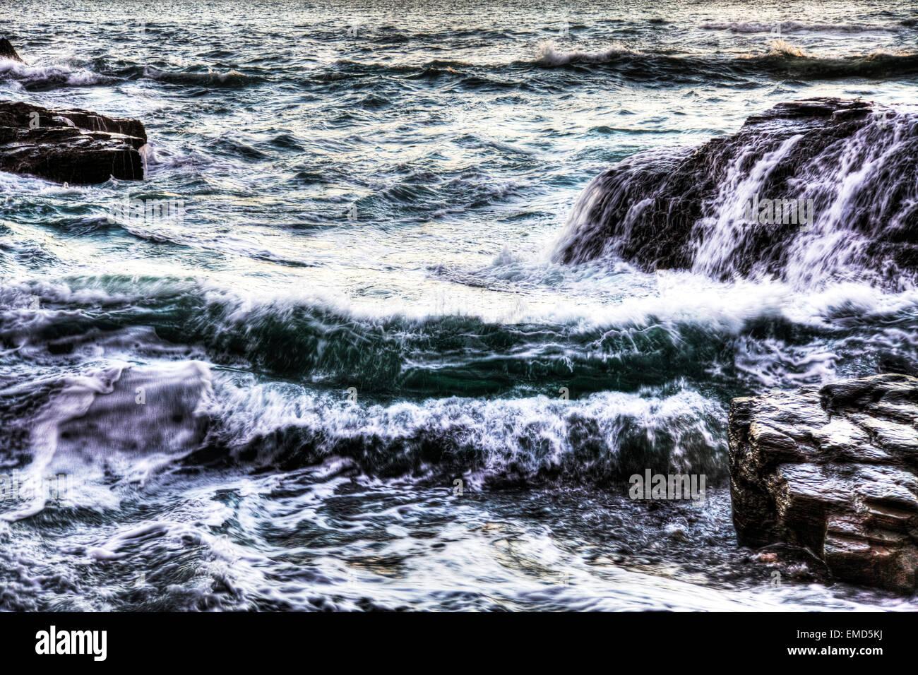 Cornwall mar embravecido mar Cornish costero mareas Tide UK Inglaterra Foto de stock