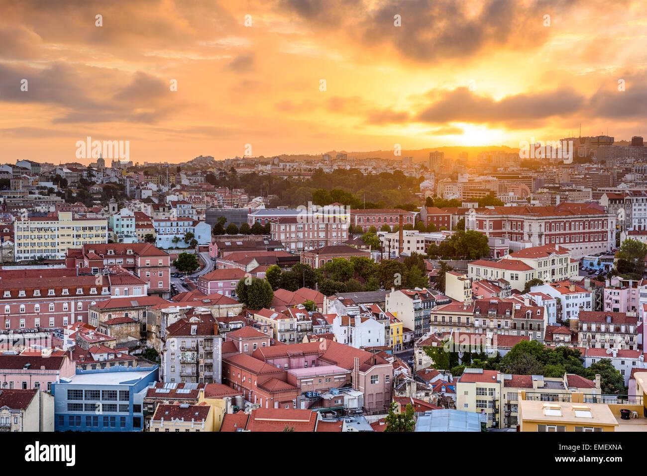 Lisboa, Portugal paisaje urbano durante el atardecer. Imagen De Stock