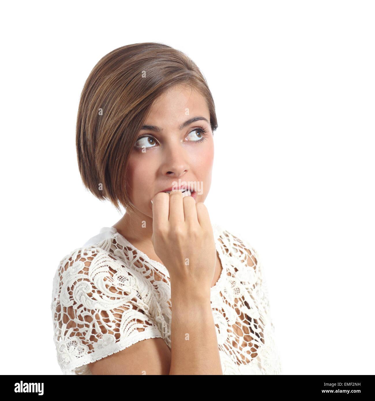 Pensativo nervioso mujer mordiendo las uñas aislado sobre un fondo blanco. Imagen De Stock