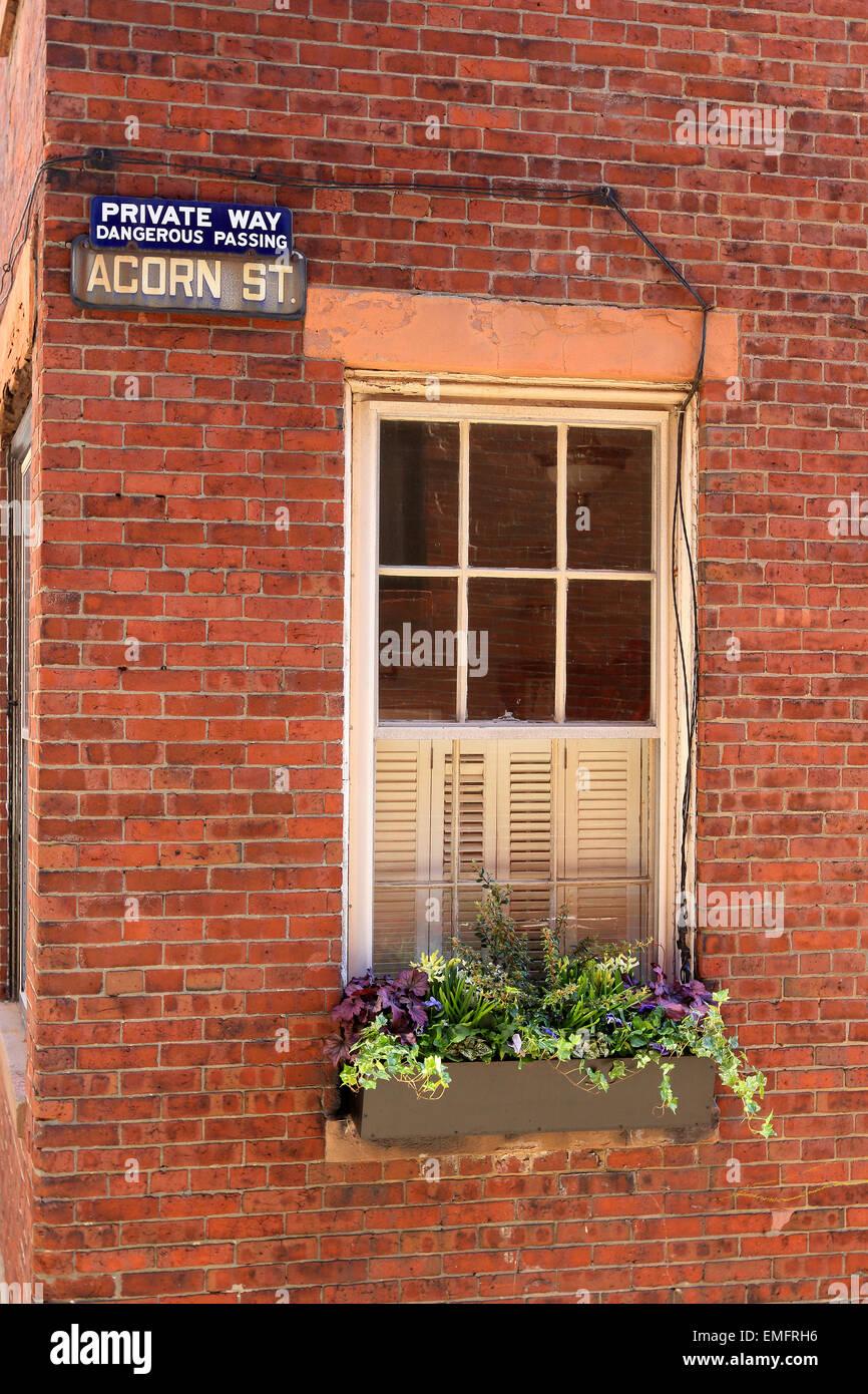 Beacon Hill de Boston Acorn calle signo característico con adoquines. Imagen De Stock