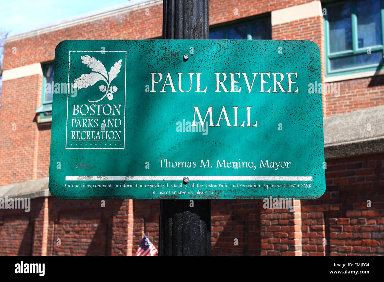 Signo histórico Freedom Trail de Boston. Paul Revere Mall. Boston, Massachusetts. Imagen De Stock