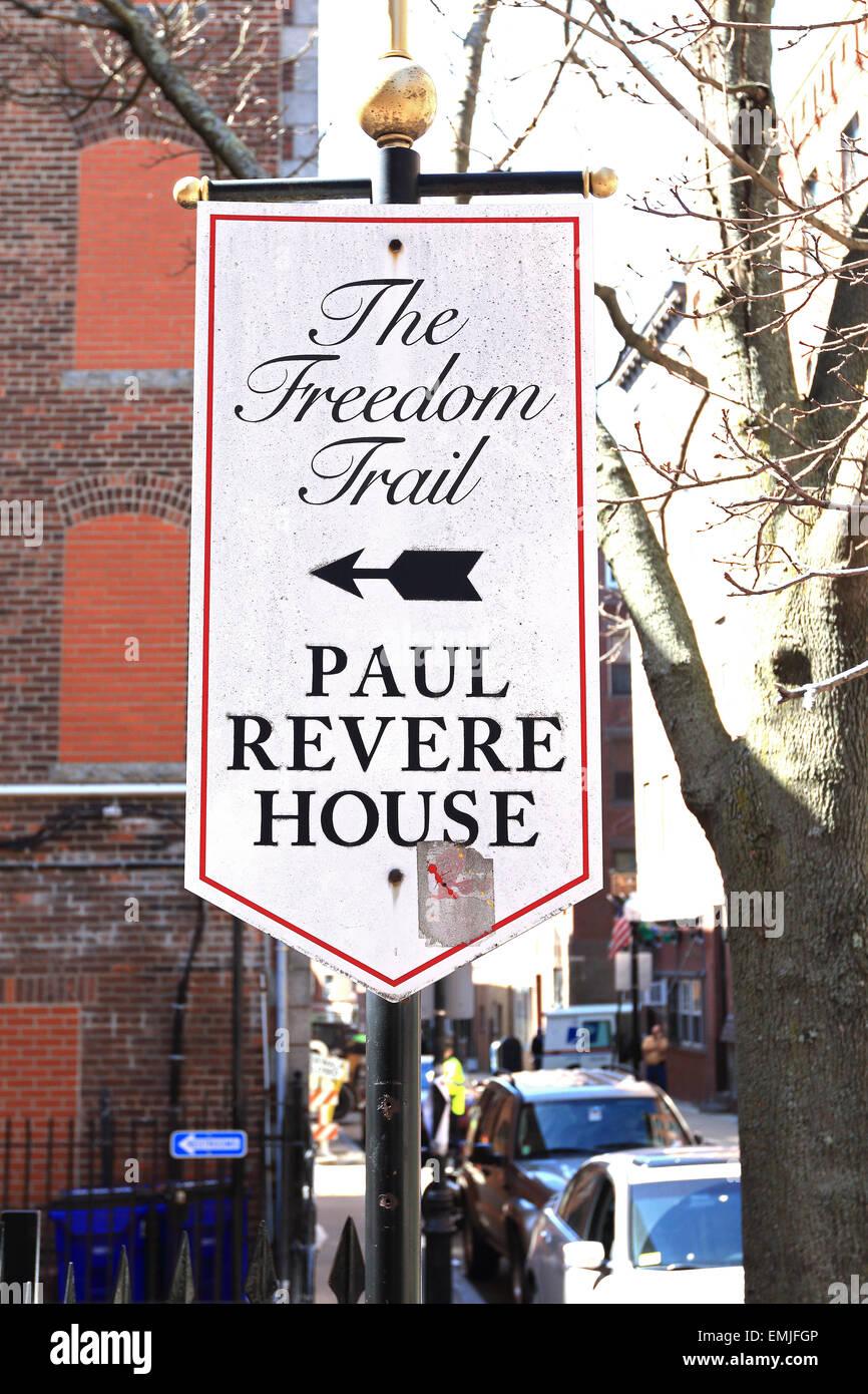 Signo histórico Freedom Trail de Boston. La casa de Paul Revere. Boston, Massachusetts. Imagen De Stock