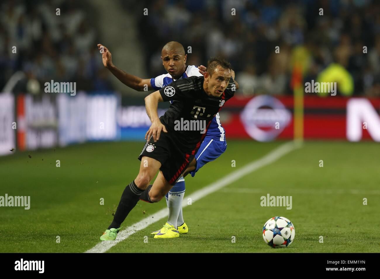 Porto, Portugal. 15 abr, 2015. Rafinha (Bayern) fútbol/Soccer : UEFA ...