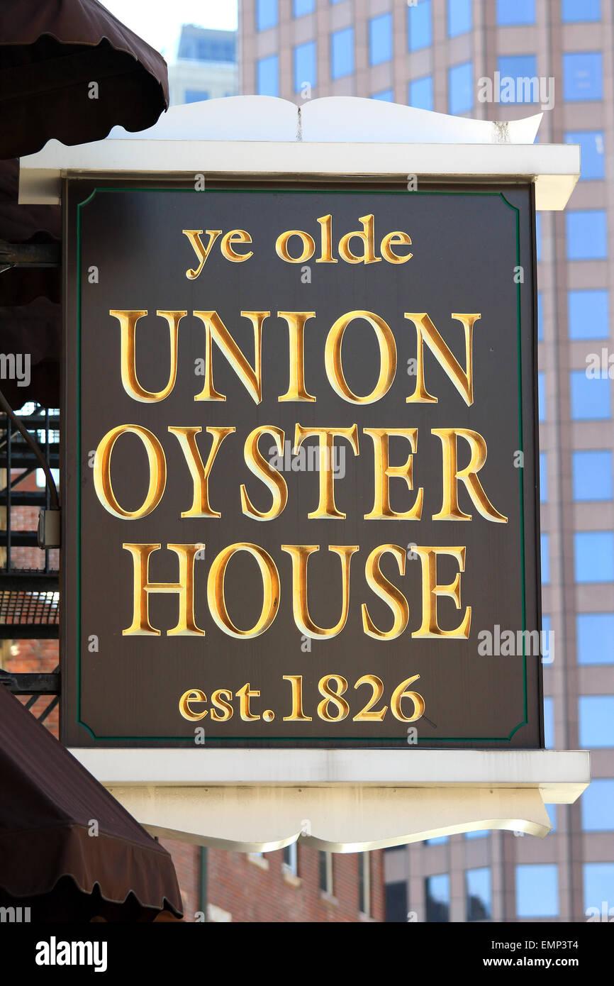 Boston Freedom Trail Masschusetts landmark Ye Olde Union Oyster House Restaurant business firmar. Imagen De Stock