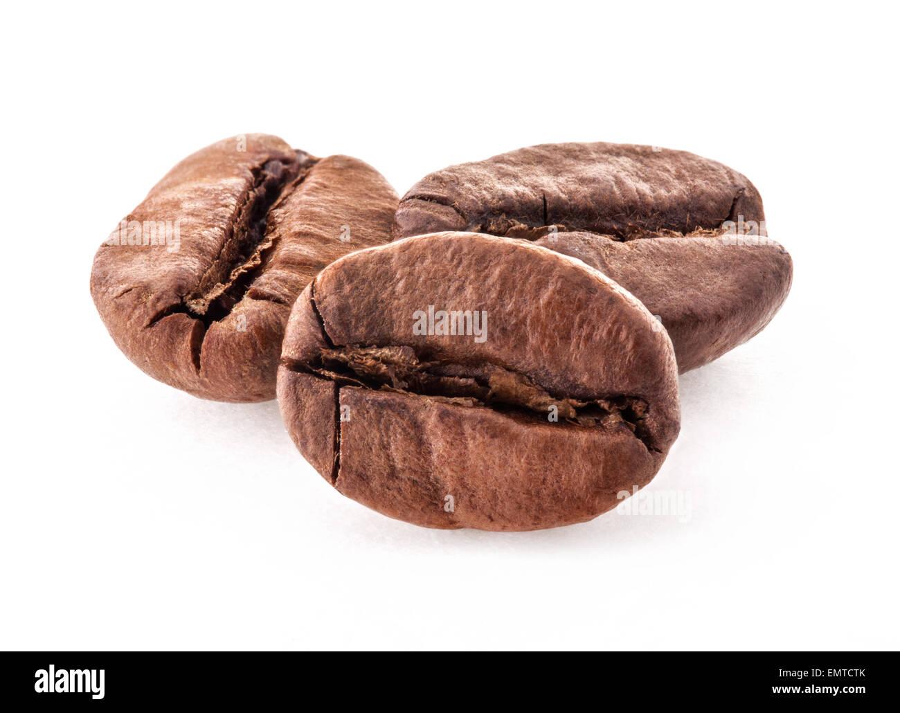 Los granos de café aislado sobre fondo blanco. Foto de stock