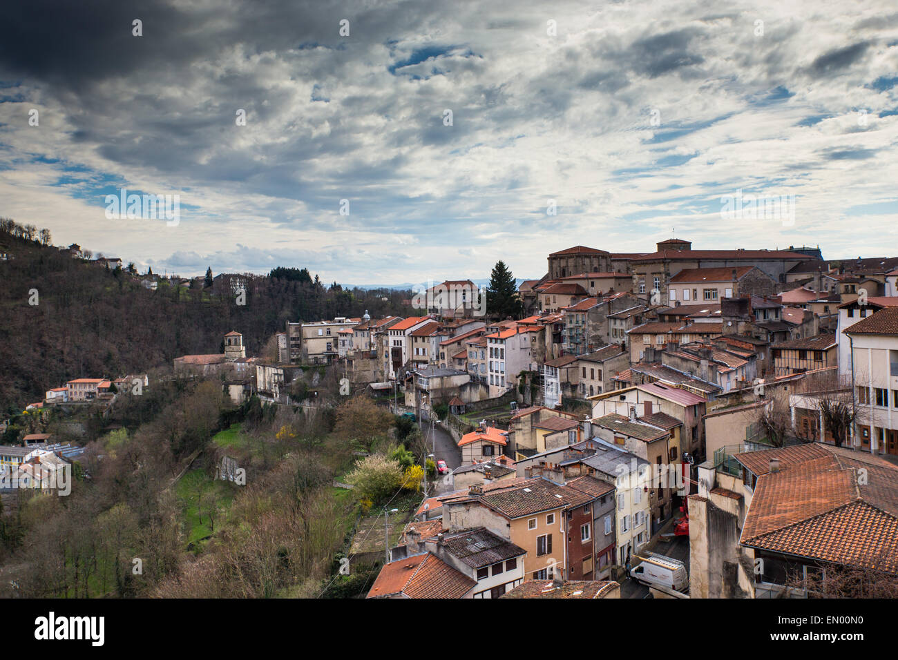 La ciudad de Thiers en Auvernia departement de Francia. Imagen De Stock