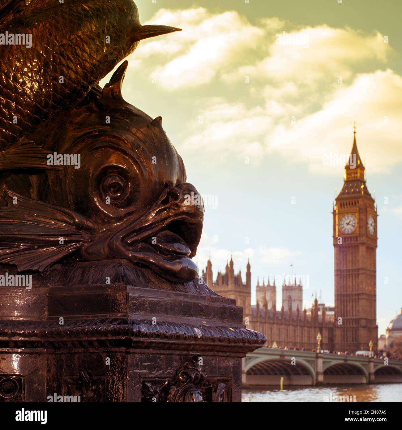 Una vista del río Támesis y el puente de Westminster, con el Big Ben de fondo, con un efecto de filtro Foto de stock
