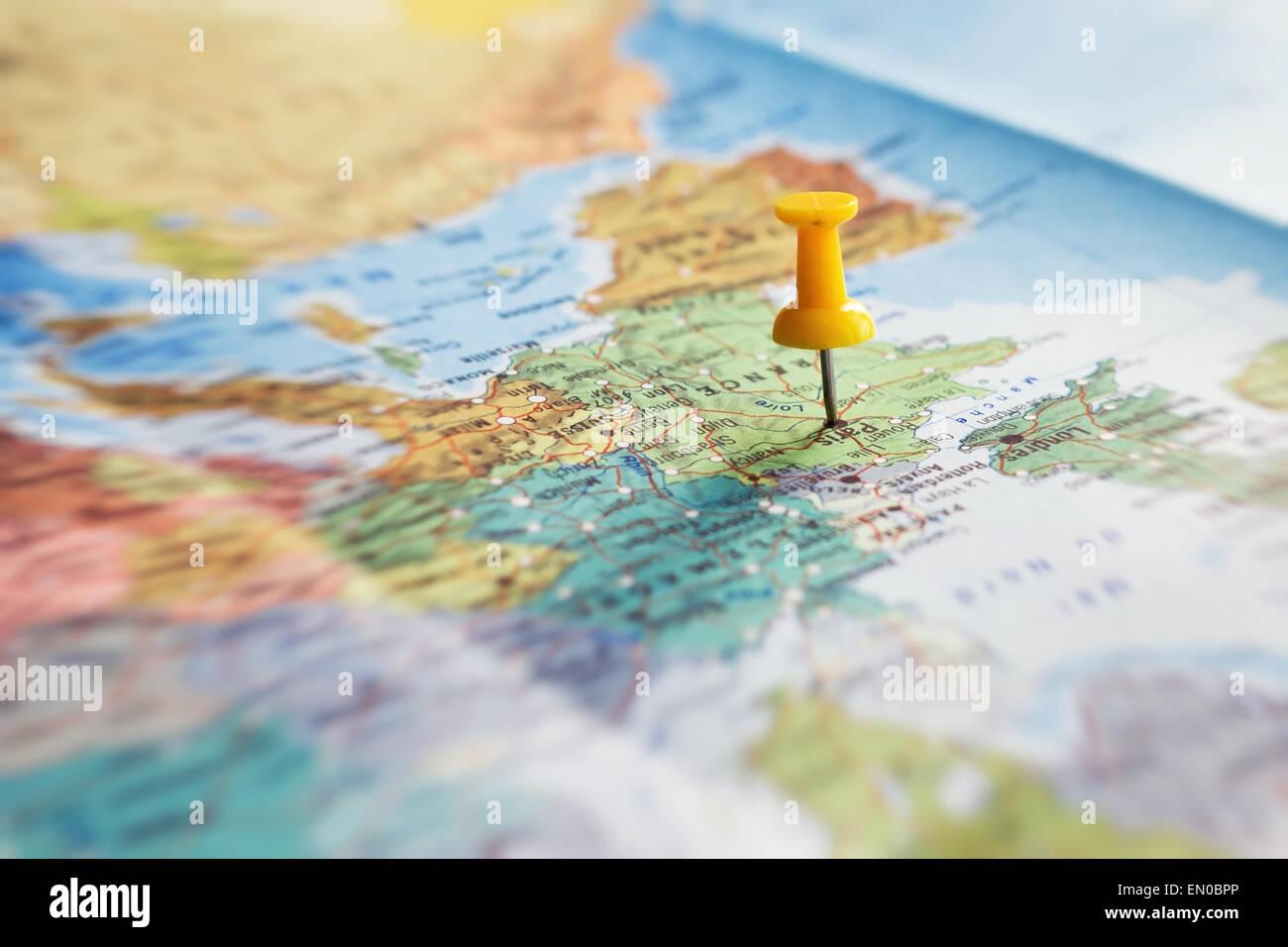 Destino de viaje, el pin en el mapa Imagen De Stock