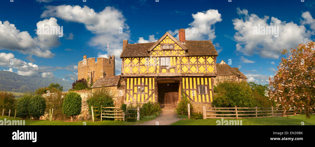 La torre norte con entramados de madera construida en los 1280s, la mejor casa solariega medieval fortificada en Inglaterra, Stokesay Castle Foto de stock