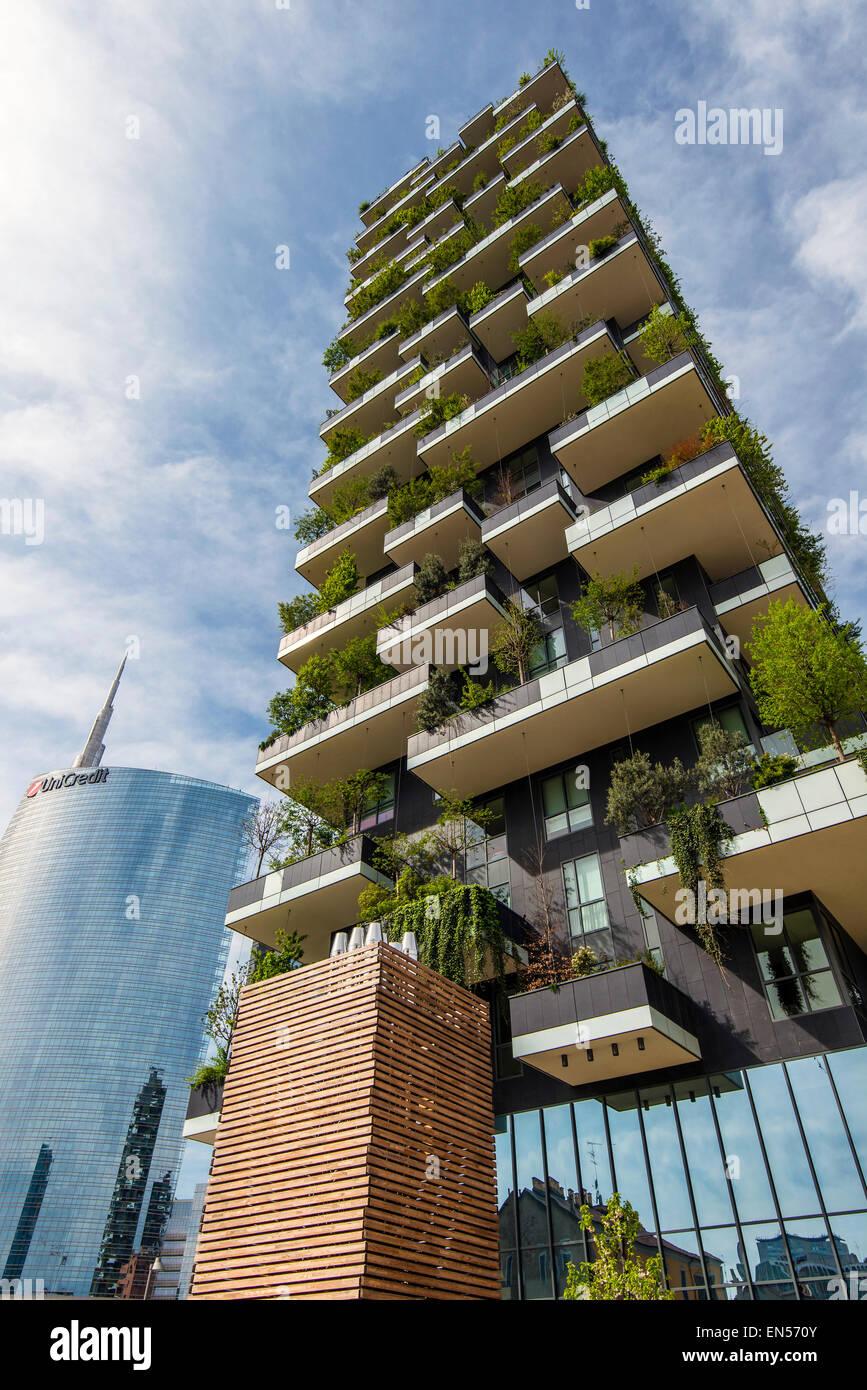 Bosco Verticale o bosque Vertical Towers está ubicado en el residencial barrio de Porta Nuova, Milán, Imagen De Stock