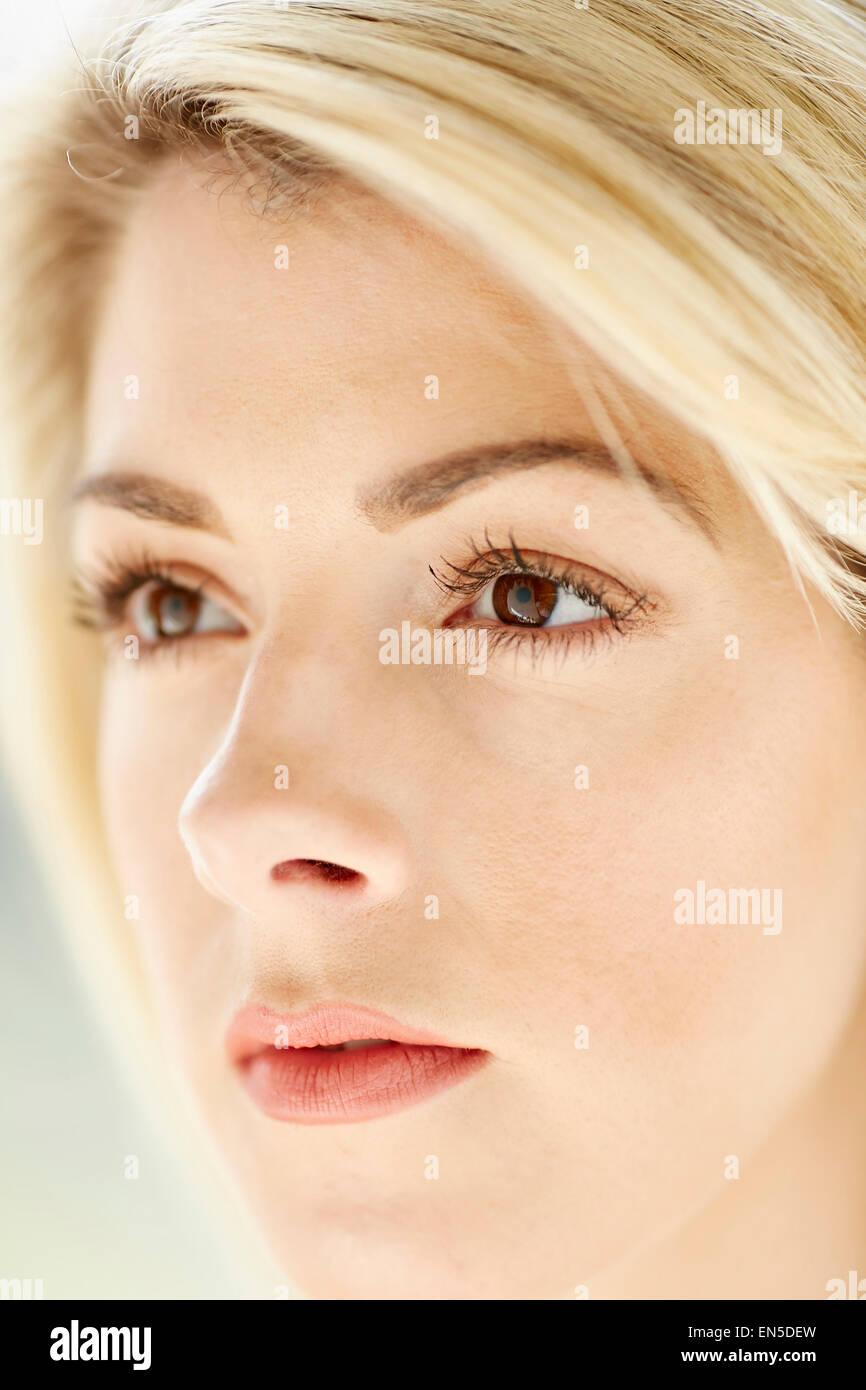 Retrato de hermosa niña Imagen De Stock
