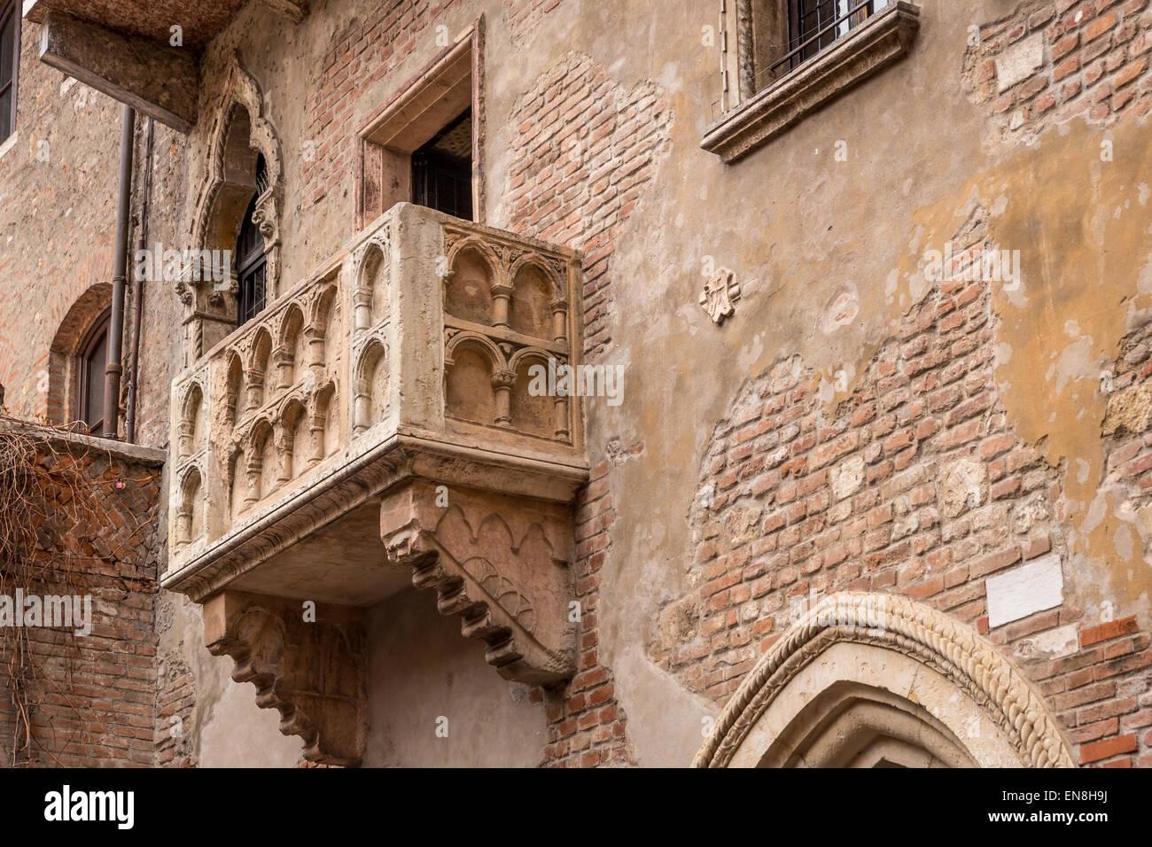 El balcón de Julieta, Verona, Sitio del Patrimonio Mundial de la UNESCO, Veneto, Italia Imagen De Stock