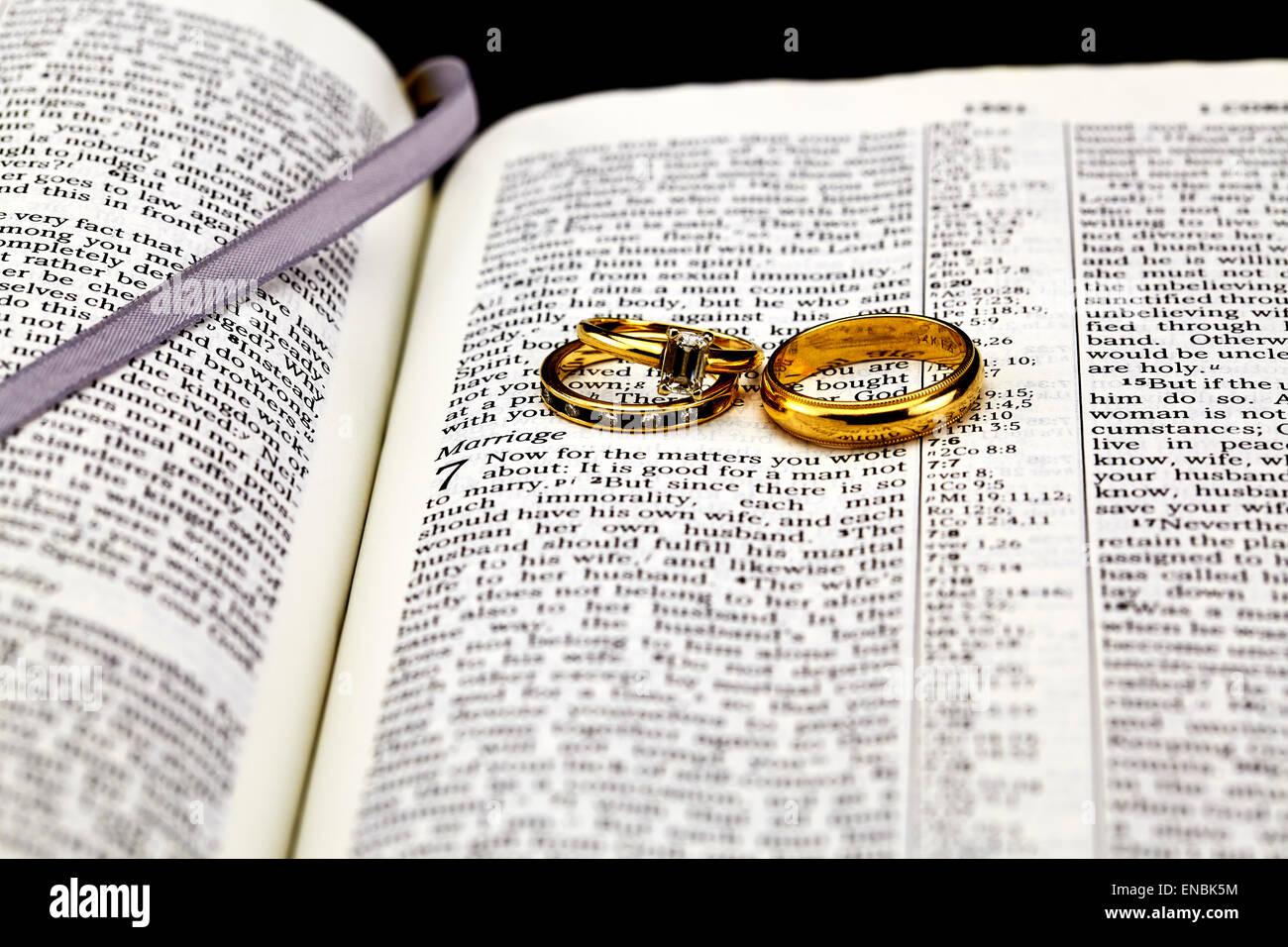 Biblia Y Matrimonio : Biblia selectivo centrado en el matrimonio y el anillo de bodas de