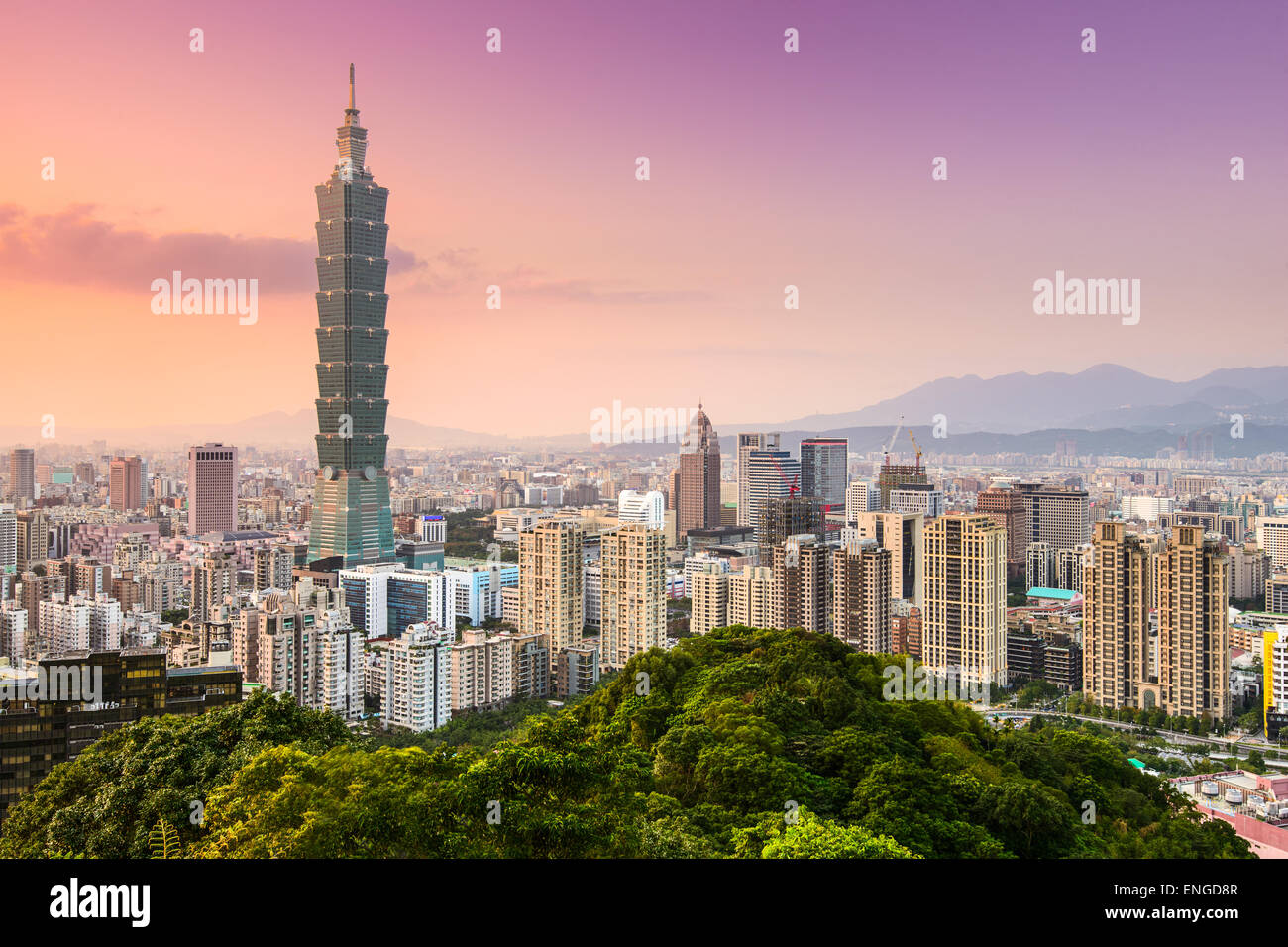 Taipei, Taiwán skyline del distrito de Xinyi. Imagen De Stock