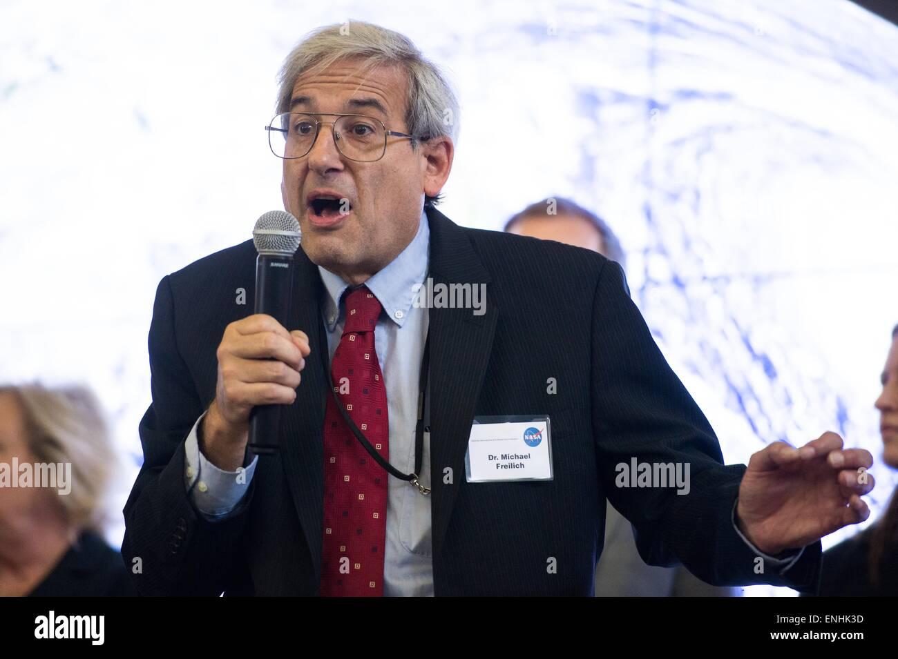 El Director de la NASA de las ciencias de la Tierra Dr. Michael Freilich, habla durante un evento del Día de Imagen De Stock