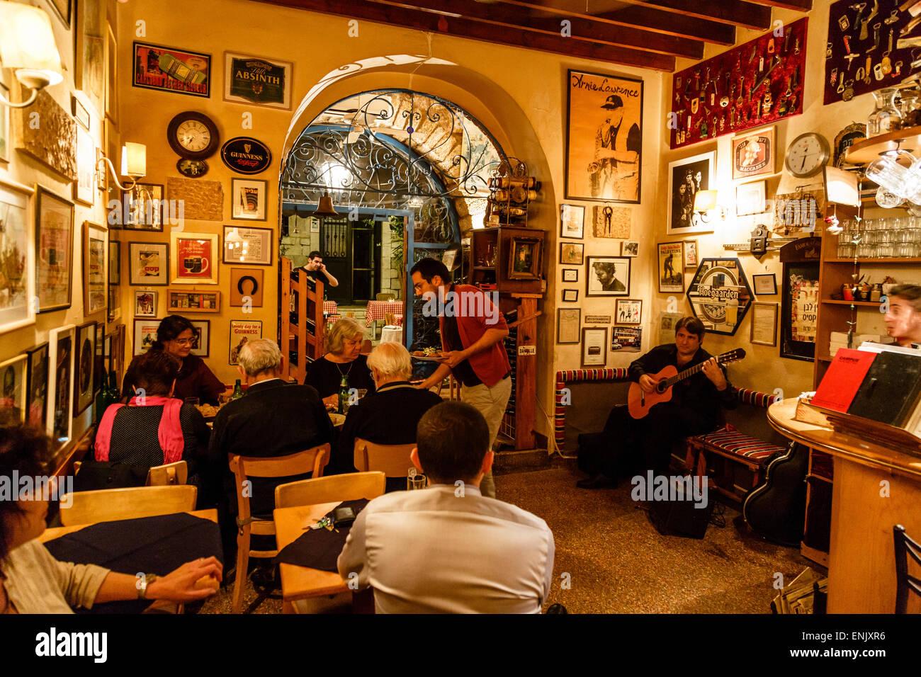 Barood Bar y restaurante en la calle Jaffa, en Jerusalén, Israel, Oriente Medio Imagen De Stock