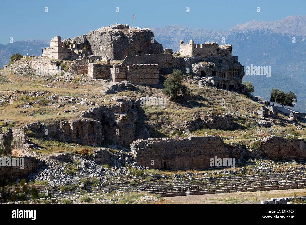 Estadio en ruinas y la acrópolis, Tlos, Licia, provincia de Antalya, costa mediterránea, en el suroeste Imagen De Stock