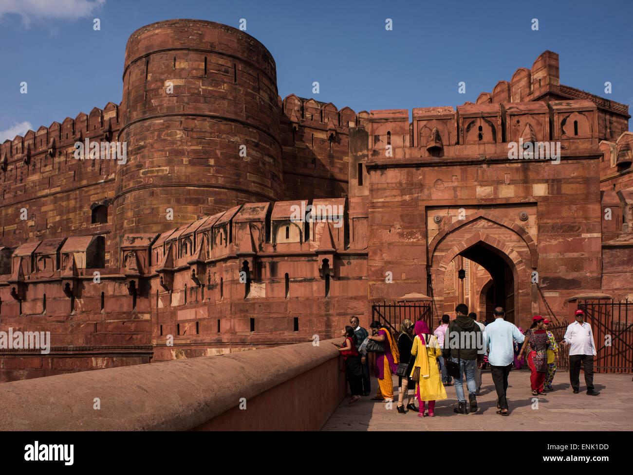 El exterior de la fortaleza de Agra, Sitio del Patrimonio Mundial de la UNESCO, Agra, Uttar Pradesh, India, Asia Imagen De Stock