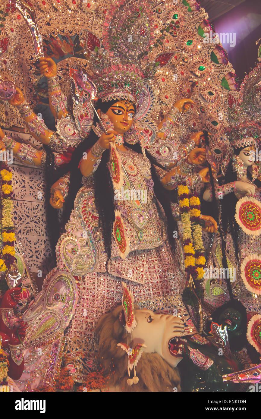 664adfeb2 Durga como ídolo adorado por la comunidad bengalí en la India. Conocida  como la diosa de la destrucción