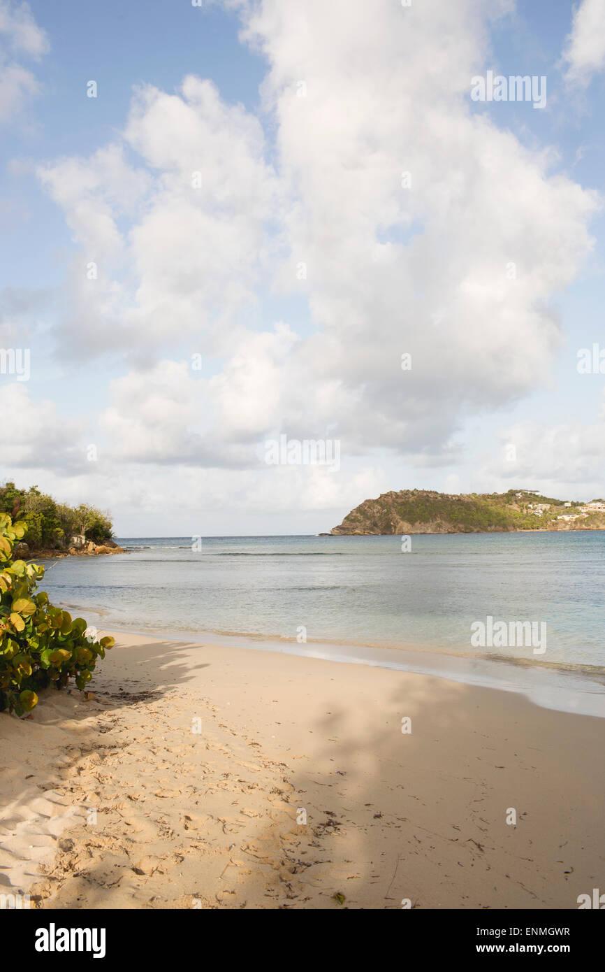 Playa de arena, Antigua Foto de stock