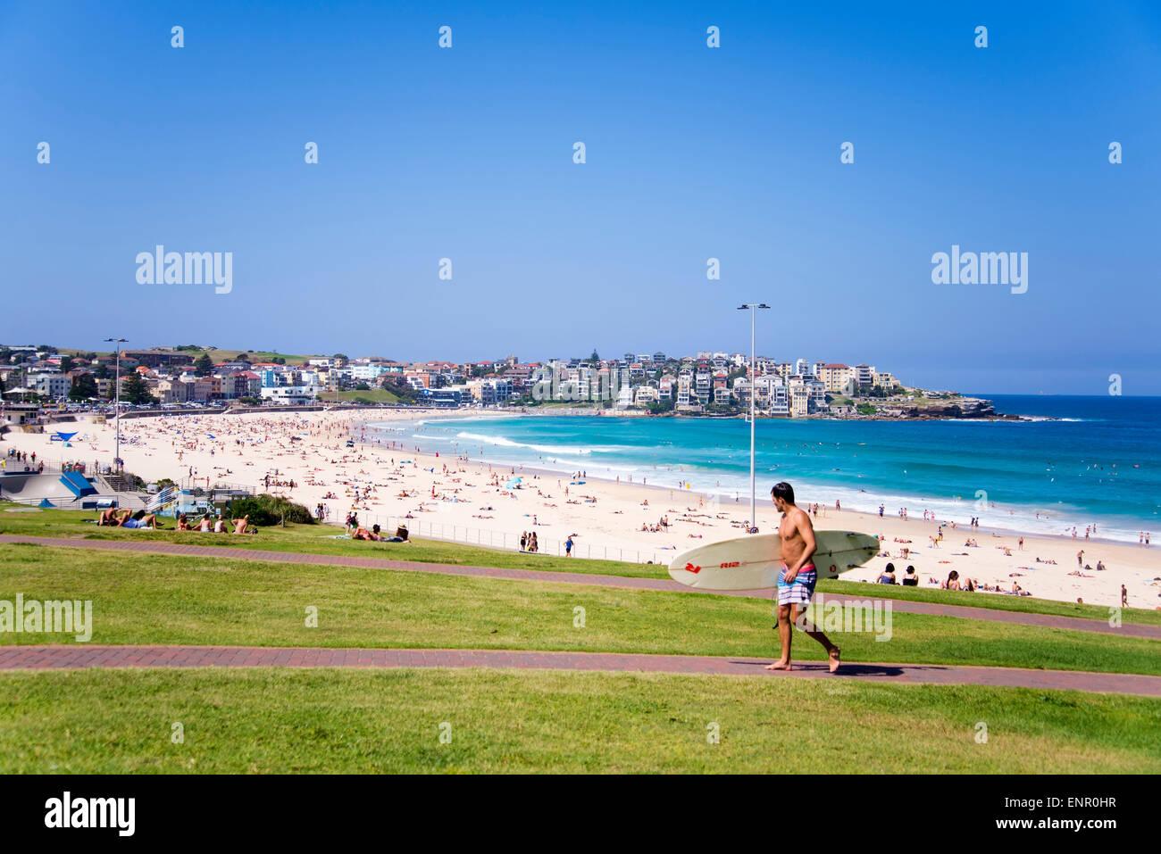 Personas no identificadas en Bondi Beach, Australia. Imagen De Stock