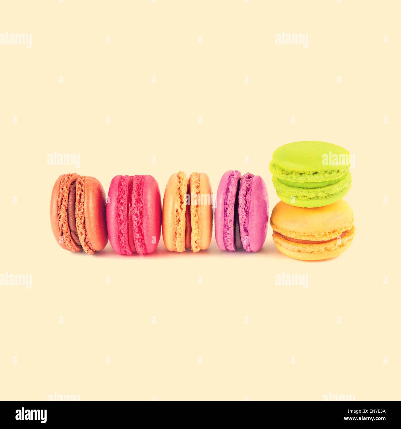 Coloridos macarons, vintage antecedentes Foto de stock