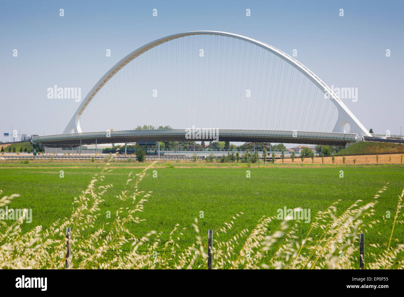 Reggio Emilia, Emilia Romaña, Italia. Puente diseñado por el arquitecto español Santiago Calatrava Imagen De Stock