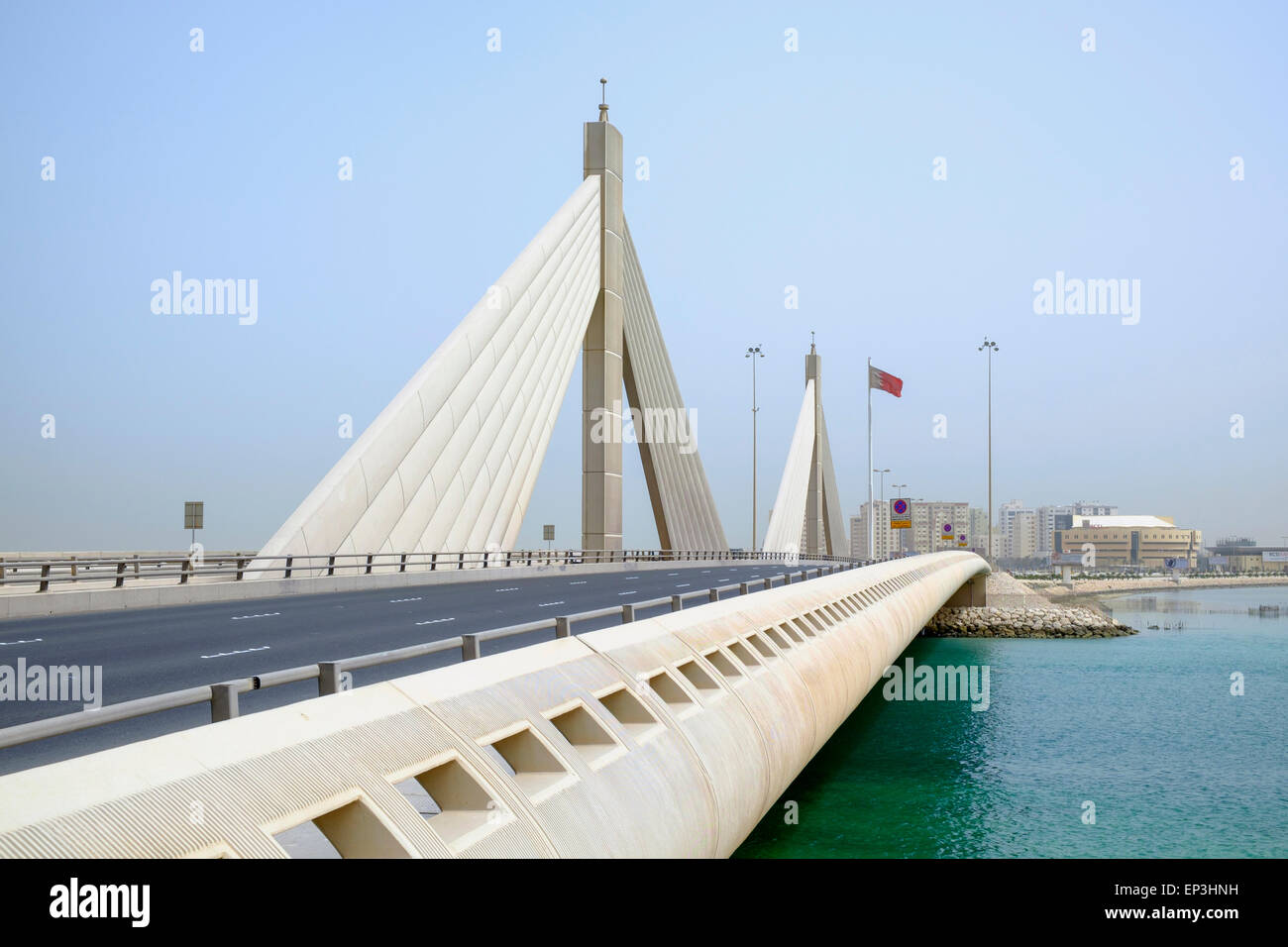 El Jeque Isa bin Salman puente Causeway, la vinculación de la isla de Muharraq y Manama en Reino de Bahréin Imagen De Stock