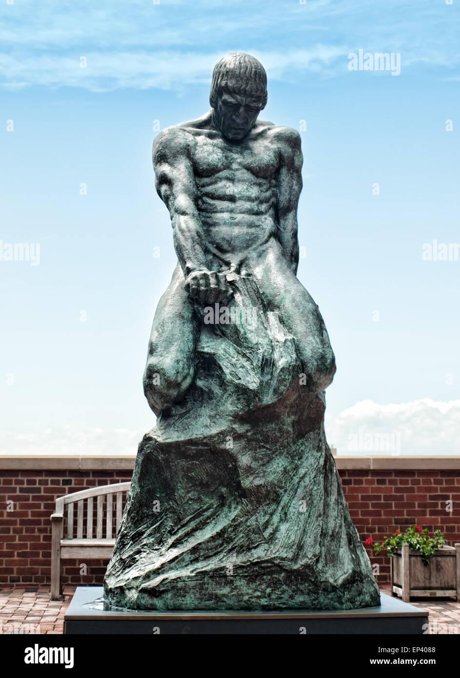 La lucha del hombre Elemental, escultura por Malvina Hoffman, en el campus de la Universidad de Syracuse en Syracuse, Imagen De Stock