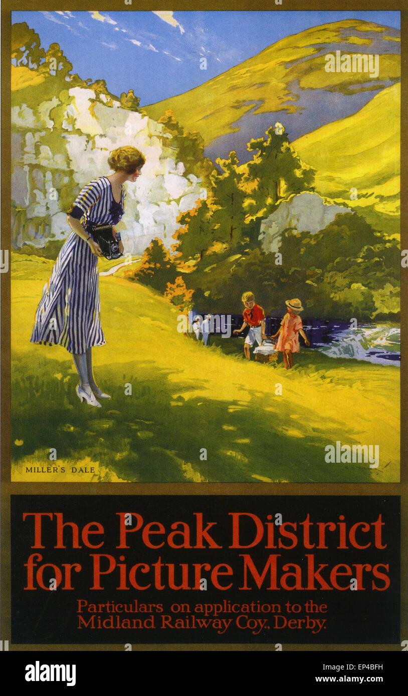PEAK DISTRICT tarde 20s temprano 30s poster mostrando las posibilidades fotográficas en la zona con la señora Imagen De Stock