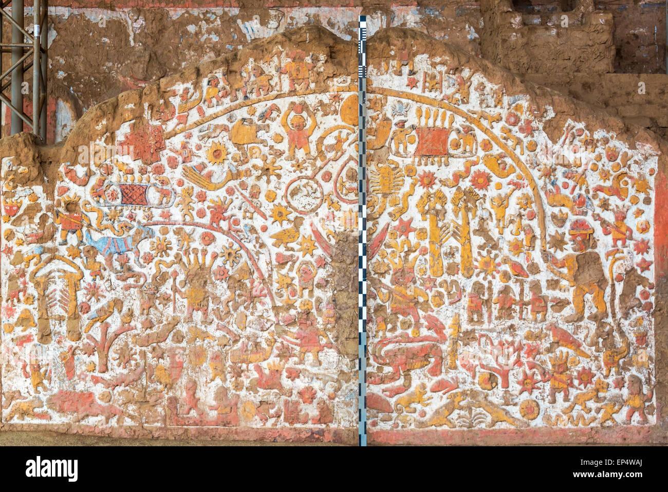 Mural antiguo en la Huaca de la Luna en Trujillo, Perú Imagen De Stock