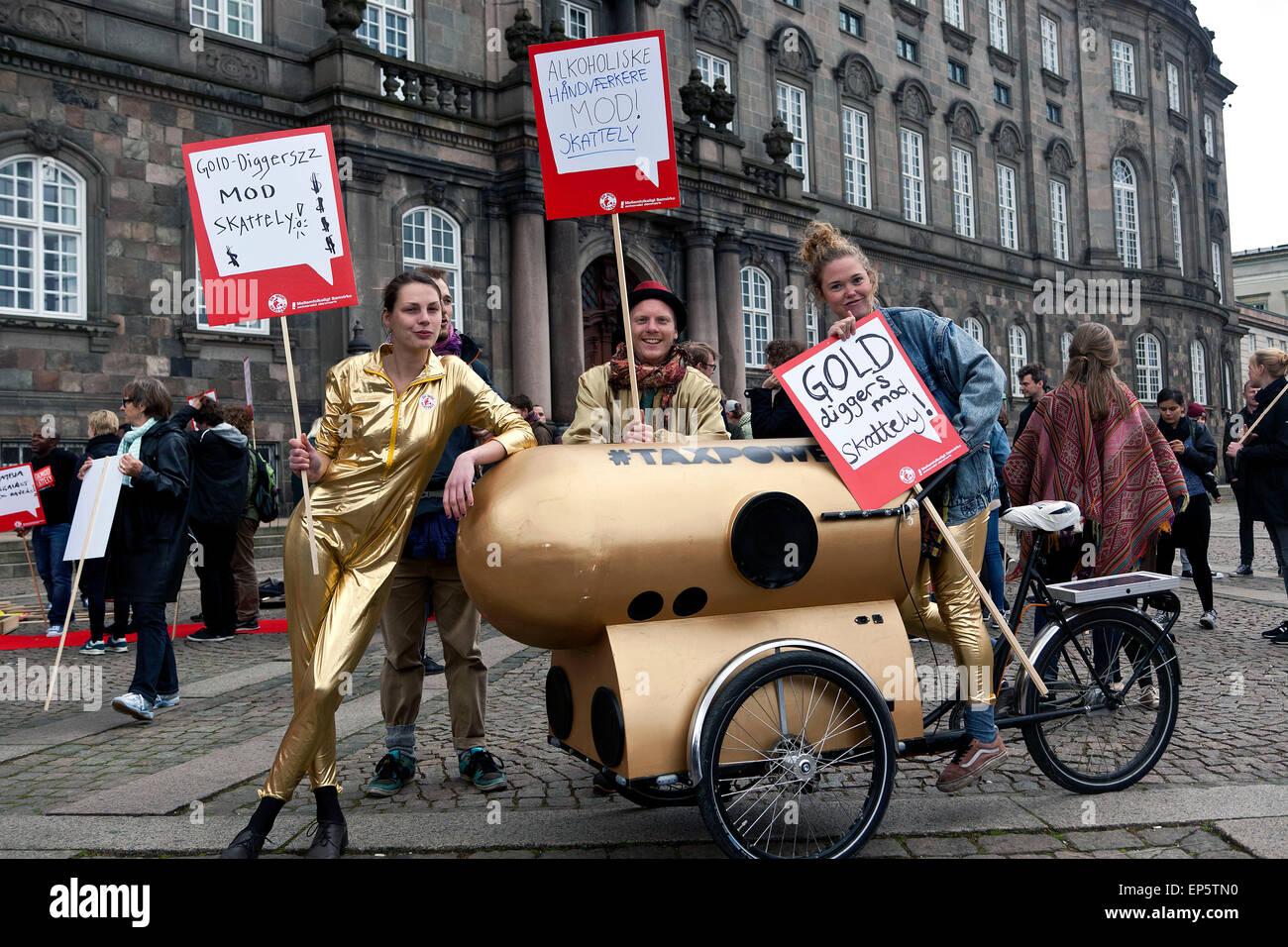 Copenhague, Dinamarca, del 13 de mayo de 2015: Además de los buscadores de oro son contra la evasión fiscal Imagen De Stock