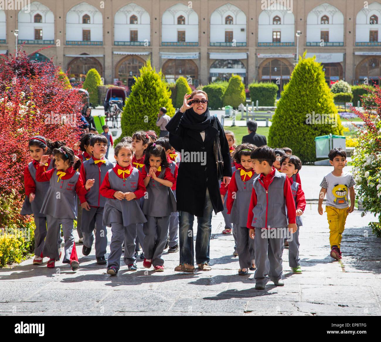 Escolares en viaje de trabajo de campo, Isfahan, Irán Imagen De Stock