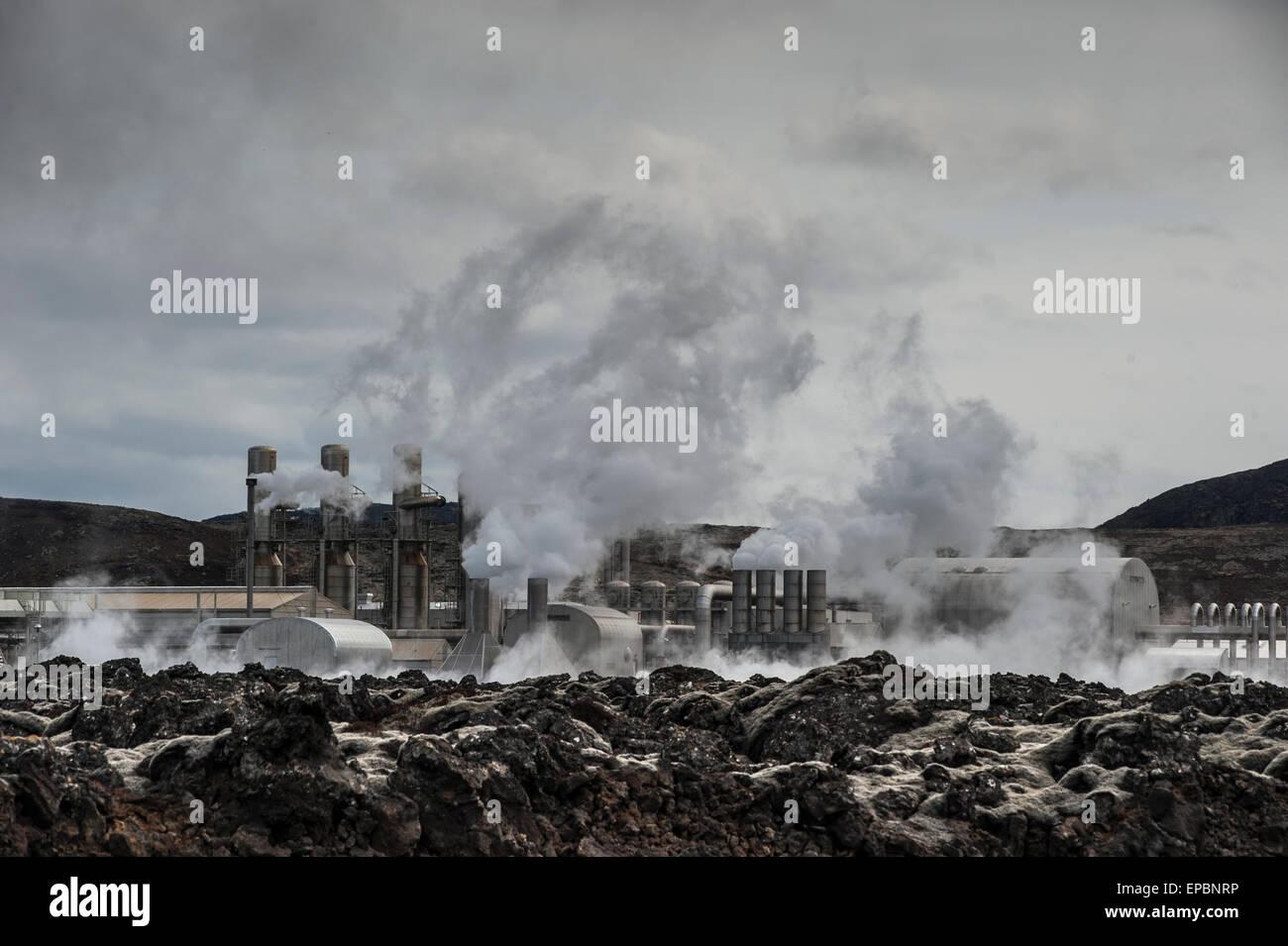 Planta de energía geotérmica en Islandia Imagen De Stock