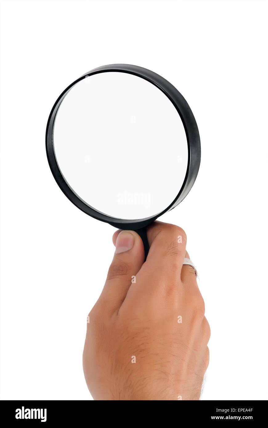 Foto de un hombre de la parte posterior de la palma de la mano sosteniendo una lupa Foto de stock