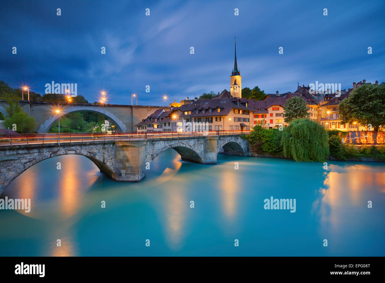 Berna. Imagen de Berna, capital de Suiza, durante la hora azul crepúsculo. Foto de stock