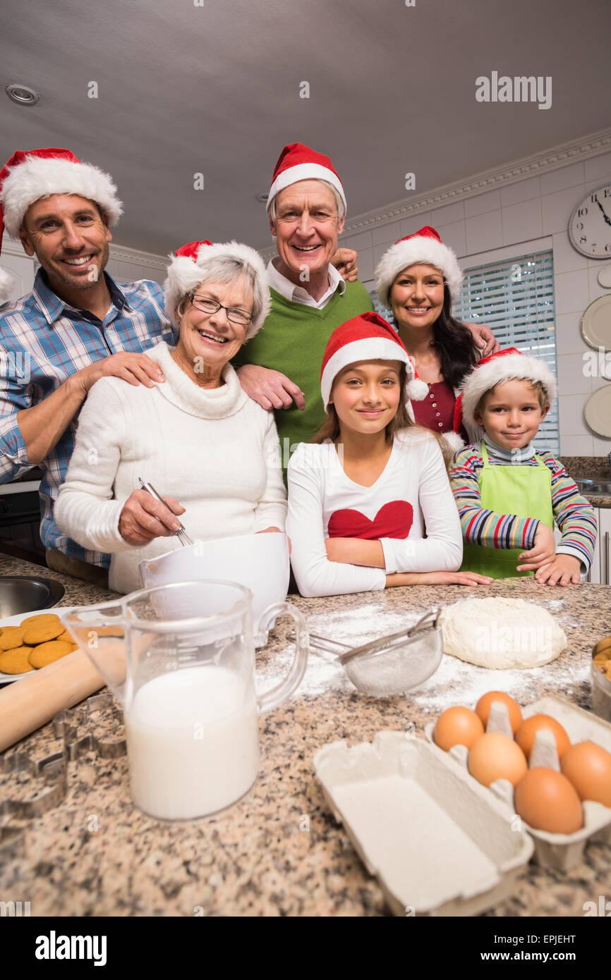 Multi-familia generación hornear juntos Imagen De Stock