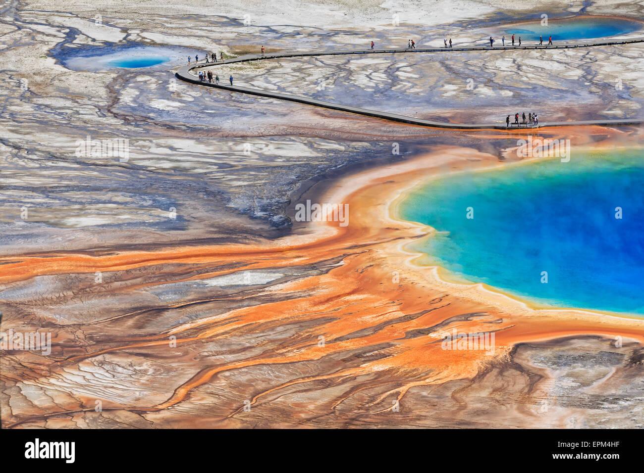 Ee.Uu., el Parque Nacional de Yellowstone, Bajar Geyser Basin, Midway Geyser Basin, Grand Prismatic Spring, niveles Imagen De Stock