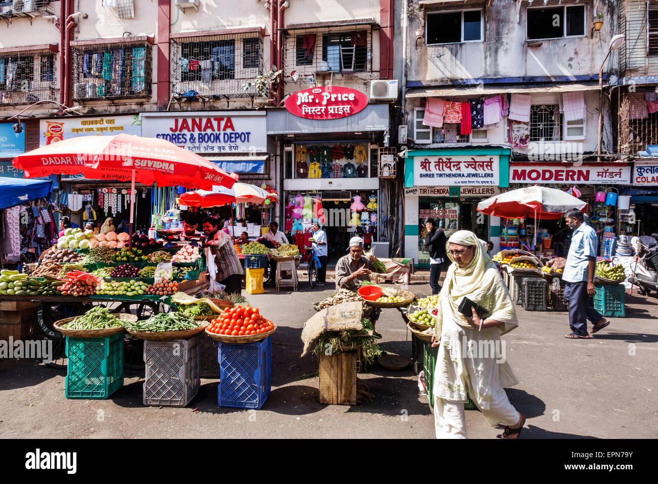 Asia India Mumbai Apollo Bandar Colaba Causeway mercado Nigam Lala Road calle comercial proveedor producen hortalizas Imagen De Stock
