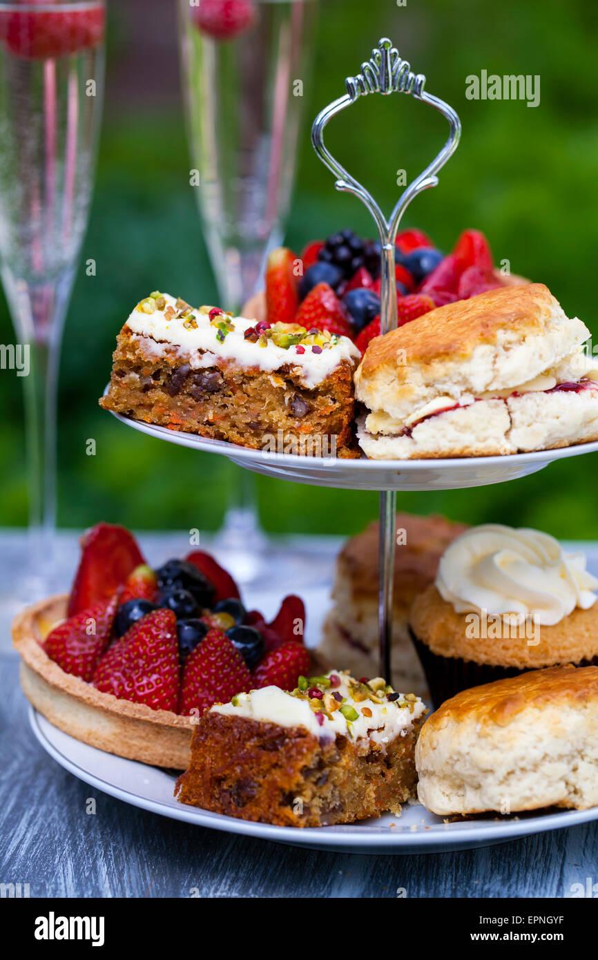Selección de tartas de la torta stand Imagen De Stock