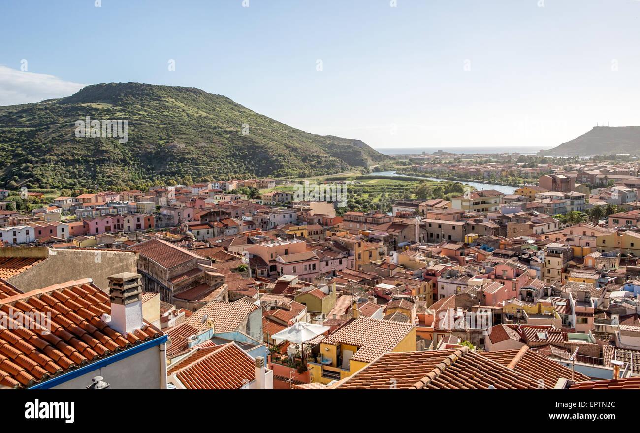 Ciudad Medieval de Bosa Cerdeña Italia Foto de stock
