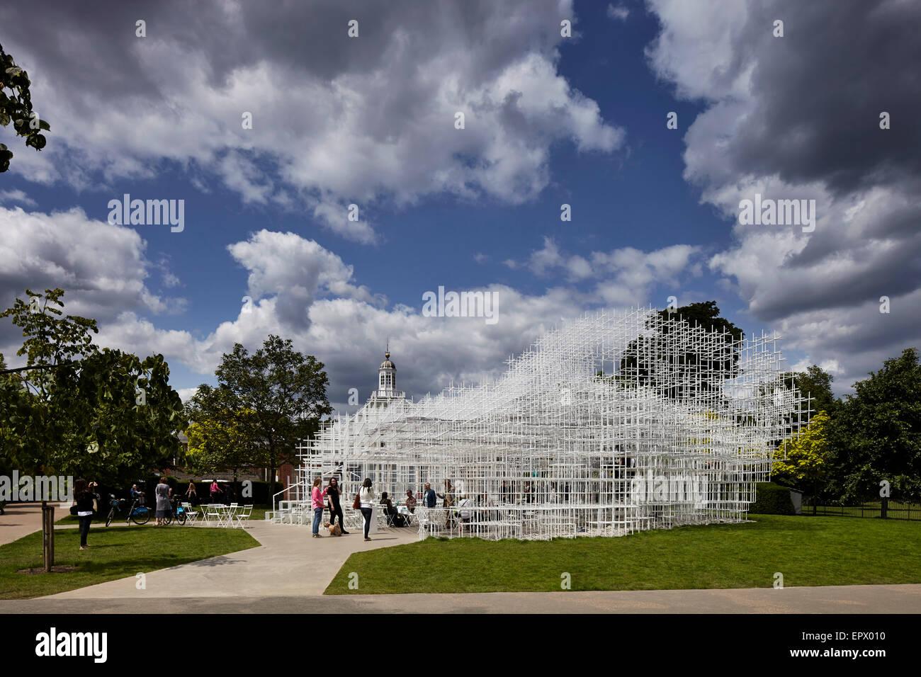 Instalación arquitectónica temporal, el Serpentine Pavilion 2013, los Jardines de Kensington, Londres, Imagen De Stock
